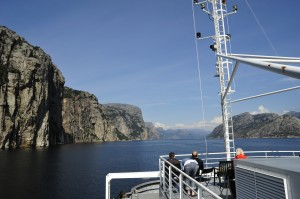 Schiff in Fjord